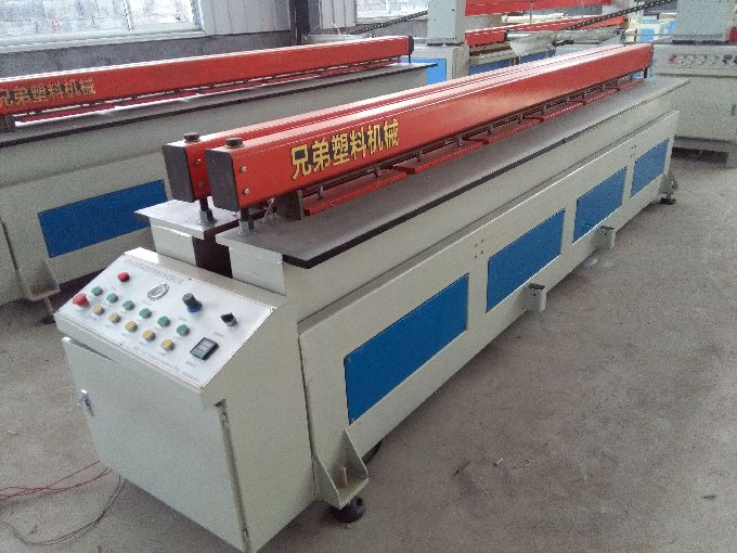 Heavy plastic sheet welding machine